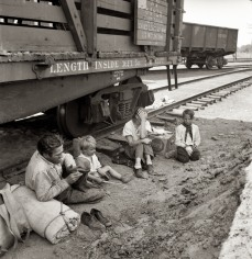 dorothea-lange-family-by-train