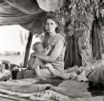 "Aug. 17, 1936. Blythe, Calif. ""Drought refugees from Oklahoma camping by the roadside. They hope to work in the cotton fields. There are seven in family."""