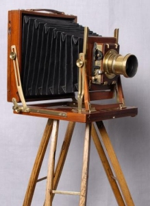 1900 Bulky view camera, like the one used by Atget.