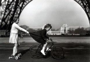 """Doisneau, """"Le Remorqueuer due Champ de Mars,"""" 1943"""