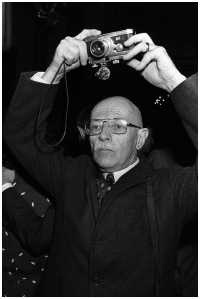 (FILES) - A picture taken on December 17, 1979 shows French photographer Willy Ronis taking pictures during an award ceremony in Paris. French Rapho photo agency photographer Willy Ronis died at the age of 99 on September 12, 2009 said Eyadea Presse CEO owner of Rapho.    AFP PHOTO DOMINIQUE FAGET