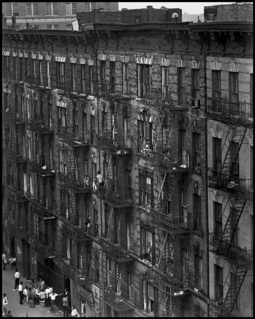 1966 USA. NYC. East 100th Street, Spanish Harlem. USA. New York City. 1966. East 100th Street. Image send to Greg Kucera (Transaction : 632060003440781250) © Bruce Davidson / Magnum Photos
