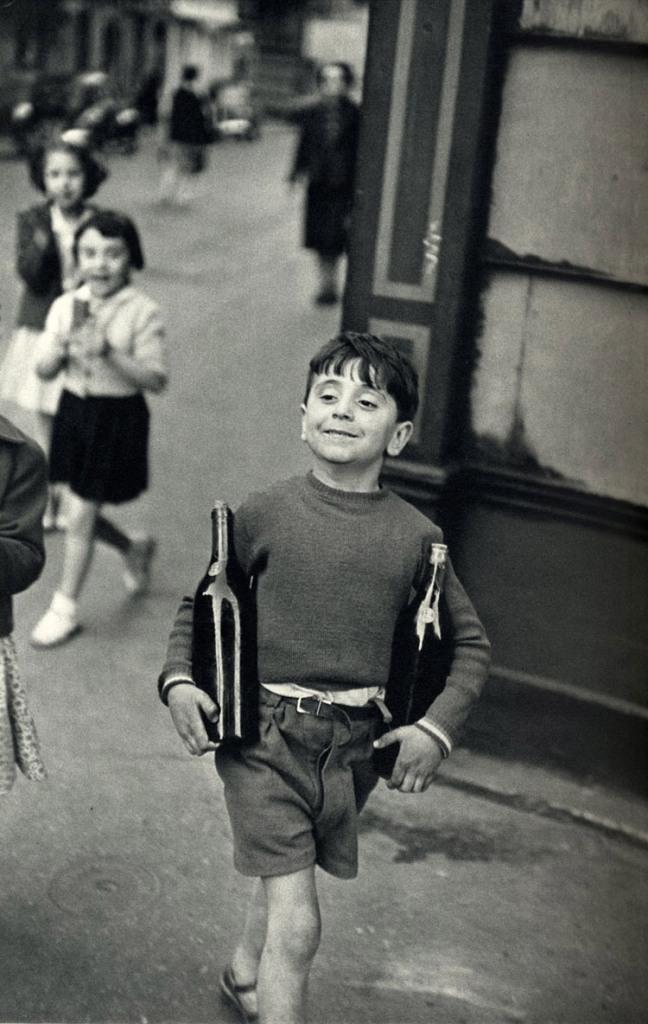 Rue Mouffetard, Paris, 1954, Henri Cartier-Bresson